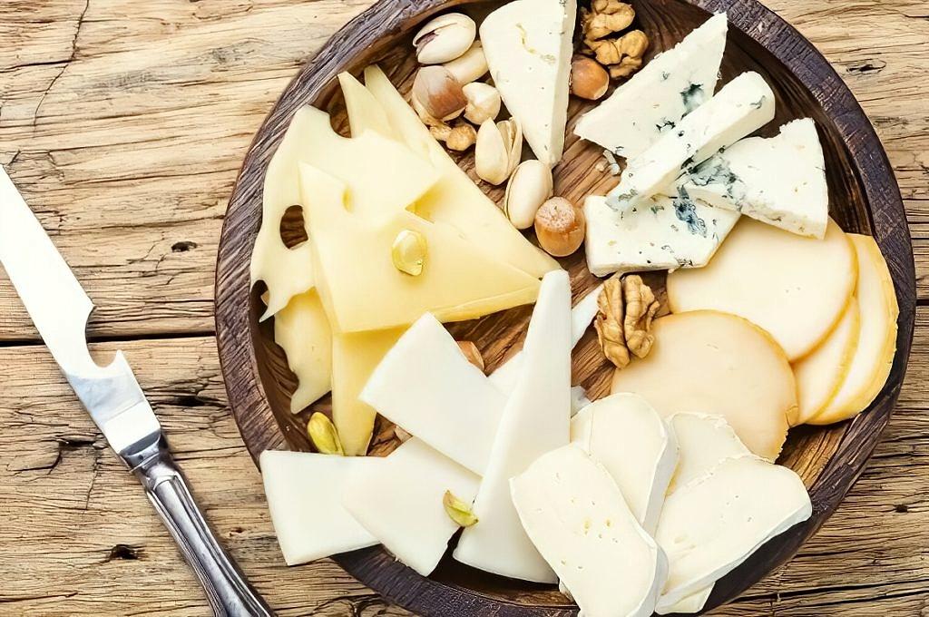 Набор из нарезанных сыров